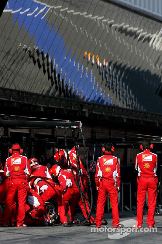 Scuderia Ferrari mecaniciens