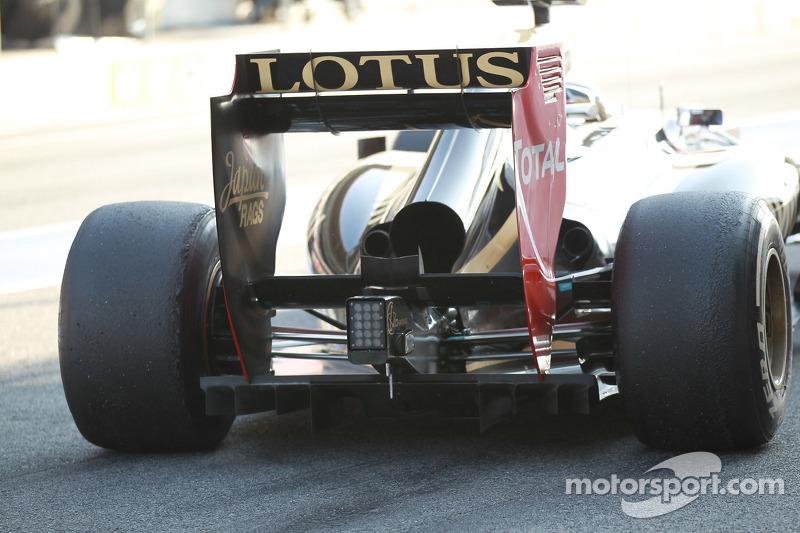 Romain Grosjean, Lotus Renault F1 Team achtervleugel