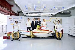Narain Karthikeyan, Vitantonio Liuzzi, piloto de pruebas, Luis Pérez Sala, Team Principal, Saúl Ruiz