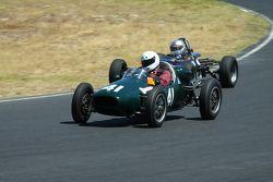 #41 Brian Maile - Cooper T41 (1956) en #40 Mike Knight - Merlyn Mk20