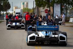 Rush hour: IndyCar Series teams head to pitlane for the start of the afternoon session