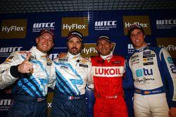 Yvan Muller, Robert Huff, Gabriele Tarquini, Pepe Oriola, SEAT Leon WTCC, Tuenti Racing Team 1st pos