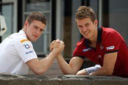 Paul di Resta, Sahara Force India Formula One Team y Jack Trengove, Jugador de football de Australia