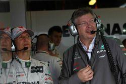 Michael Schumacher, Mercedes GP y Ross Brawn, Team Principal, Mercedes GP Petronas