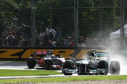 Nico Rosberg, Mercedes GP devant Jenson Button, McLaren Mercedes