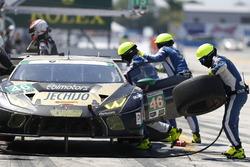 #46 EBIMOTORS Lamborghini Huracan GT3: Emanuele Busnelli, Fabio Babini, Emmanuel Collard, Michele Beretta, Pit stop