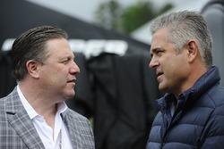 Zak Brown, CEO de McLaren y Gil de Ferran
