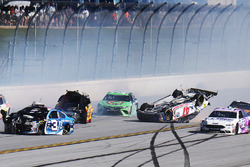 A.J. Allmendinger, JTG Daugherty Racing Chevrolet, Joey Logano, Team Penske Ford, Austin Dillon, Richard Childress Racing Chevrolet crash