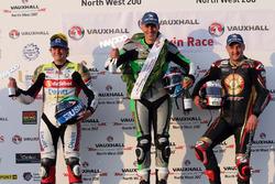 Podyum SuperTwin: Yarış galibi Martin Jessopp, Michael Rutter, Ivan Lintin