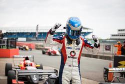 Le vainqueur Will Palmer, R-ace GP