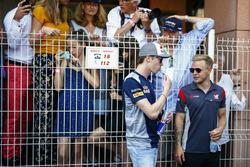 Daniil Kvyat, Scuderia Toro Rosso, Kevin Magnussen, Haas F1 Team