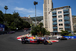 Max Verstappen, Red Bull Racing RB13, Daniel Ricciardo, Red Bull Racing RB13, Carlos Sainz Jr., Scuderia Toro Rosso STR12