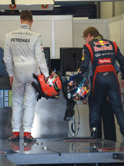 Michael Schumacher, Mercedes GP et Sebastian Vettel, Red Bull Racing