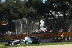 Michael Schumacher, Mercedes GP et Sebastian Vettel, Red Bull Racing