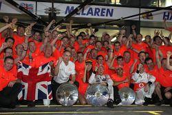 McLaren team celebrate Jenson Button, McLaren Mercedes win, ve John Button, Martin Whitmarsh, McLare