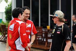 Kimi Raikkonen, Lotus E20 with members of the Ferrari team