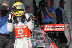 Ganador de la pole position Lewis Hamilton, McLaren Mercedes Mercedes