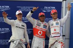 Ganador de la pole position Lewis Hamilton, McLaren Mercedes Mercedes y segundo puesto Jenson Button