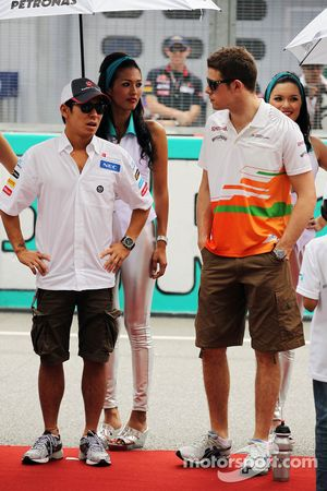 Kamui Kobayashi, Sauber y Paul di Resta, Sahara Force India F1 en el desfile de pilotos