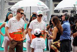 Paul di Resta, Sahara Force India F1 y Nico Hulkenberg, Sahara Force India F1 en el desfile de pilot
