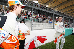 Nico Hulkenberg, Sahara Force India F1 en Paul di Resta, Sahara Force India F1 op de grid