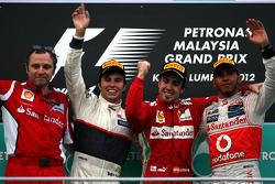 Podium: Sieger Fernando Alonso, Scuderia Ferrari; 2. Sergio Perez, Sauber F1 Team; 3. Lewis Hamilton, McLaren Mercedes; Stefano Domenicali
