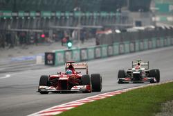 Fernando Alonso, Scuderia Ferrari en Sergio Perez, Sauber F1 Team