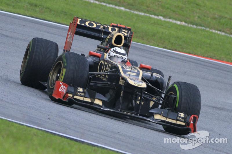 Raikkonen saiu, mas voltou à F1 em 2012. E em grande estilo: fazendo jus ao seu apreço pelos primórdios da categoria, assinou com a Lotus, que estava de volta ao grid do campeonato.