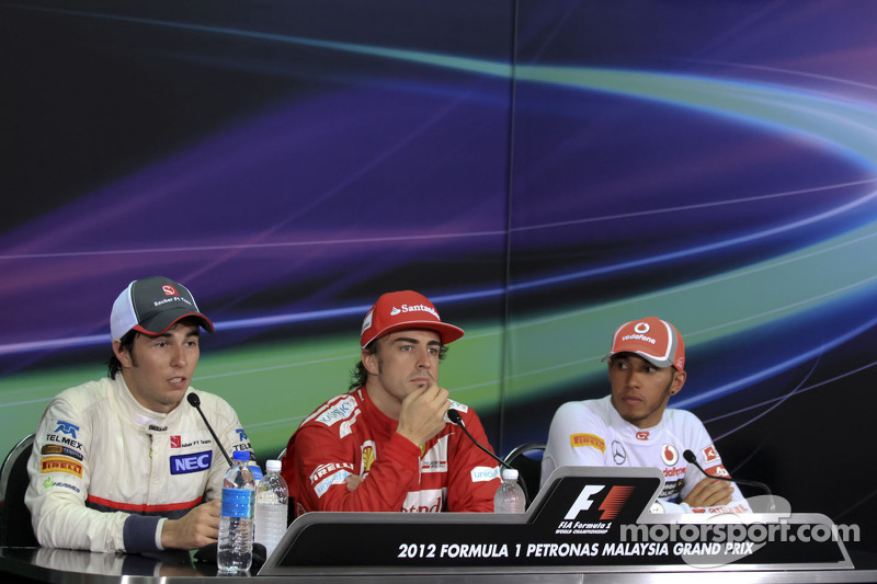 Race winner Fernando Alonso, Scuderia Ferrari, second place Sergio Perez, Sauber F1 Team, third plac