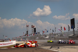 Helio Castroneves, Team Penske Chevrolet during the pace lap