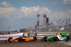 Charlie Kimball, Novo Nordisk Chip Ganassi Racing Honda and Simona de Silvestro, Lotus HVM Racing Lo