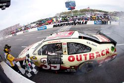 Race winnaar Ryan Newman, Stewart-Haas Racing Chevrolet