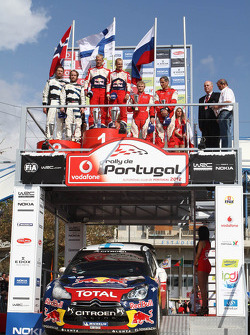 Uitgesloten winnaars Mikko Hirvonen en Jarmo Lehtinen, Citroën DS3 WRC, Citroën Total World Rally Te