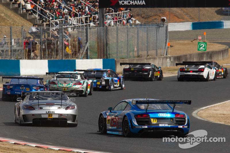 GT300 start: #52 Green Tec & Leaon Racing Team Mercedes-Benz SLS AMG GT3: Hironori Takeuchi, Haruki
