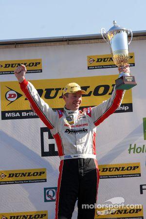 Round 2 Race Winnaar Matt Neal