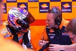 Casey Stoner, Repsol Honda Team, et son ingénieur Cristian Gabarrini