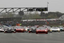 Start: #3 AF Corse Ferrari 458 Italia GT3: Toni Vilander, Filip Salaquarda aan de leiding