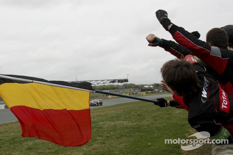 Race winnaar #32 Belgian Audi Club Team WRT Audi R8 LMS: Stéphane Ortelli, Laurens Vanthoor