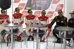 Kwalificatierace winnaars Stéphane Ortelli en Laurens Vanthoor, 2de Frank Stippler en Oliver Jarvis,