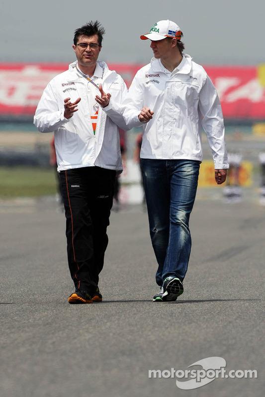 Nico Hulkenberg, Sahara Force India F1 walks the circuit with Bradley Joyce, Sahara Force India F1 Race Engineer