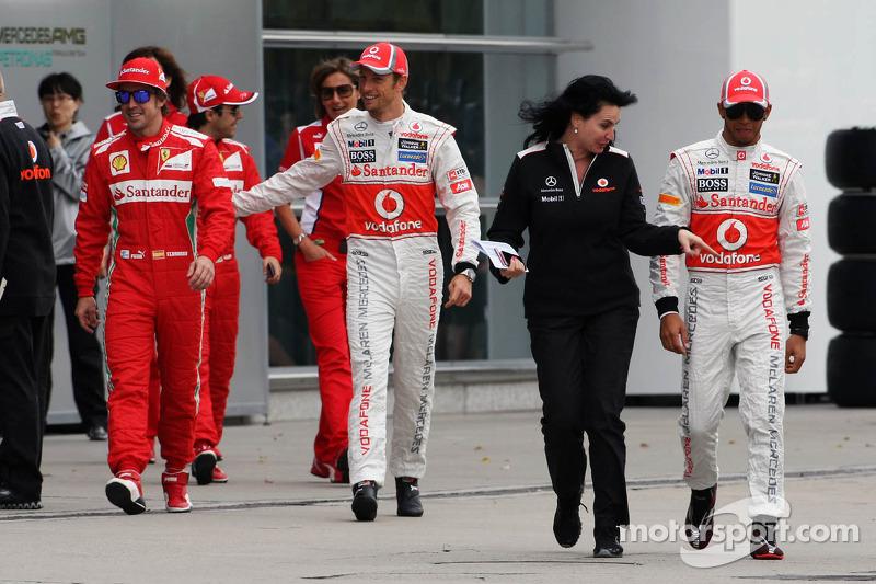 Fernando Alonso, Scuderia Ferrari; Jenson Button, McLaren Mercedes en Lewis Hamilton, McLaren Mercedes