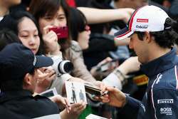 Bruno Senna, Williams signs autographs for the fans