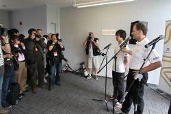 Ma Qing Hua, Hispania Racing F1 Team, Test Driver, with Luis Perez-Sala, HRT Formula One Team, Team