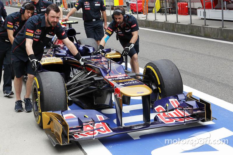 Scuderia Toro Rosso van Jean-Eric Vergne, Scuderia Toro Rosso in de pitlane