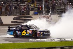 Race winnaar Ricky Stenhouse Jr., Roush Fenway Ford