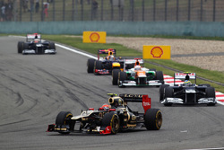Romain Grosjean, Lotus F1 leads Bruno Senna, Williams