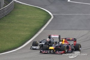 Sebastian Vettel, Red Bull Racing and Pastor Maldonado, Williams battle for position