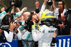 Race winner Nico Rosberg, Mercedes AMG F1 celebrates