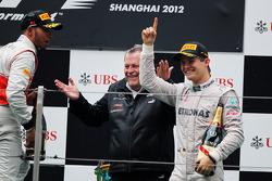 Podium: race winner Nico Rosberg, Mercedes AMG F1, third place Lewis Hamilton, McLaren and Norbert H