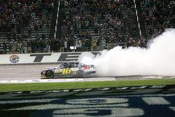 Race winner Greg Biffle, Roush Fenway Racing Ford
